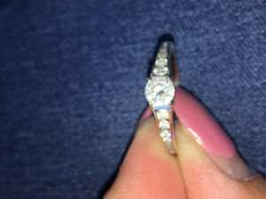 Wedding ring for sale immediately! Pay what you offer me!!!