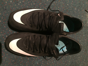 NIKE CR7 Soccer Cleats - Size 4