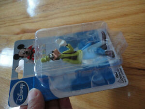 Brand new Disney collectible goofy figurine toy doll London Ontario image 3