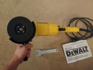 DeWALT 831