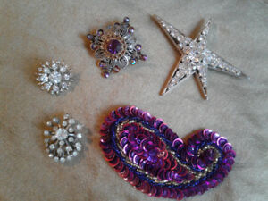 Set of 5 jewelled and beaded brooches, 2 vintage