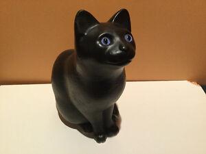 Chat noir en platre