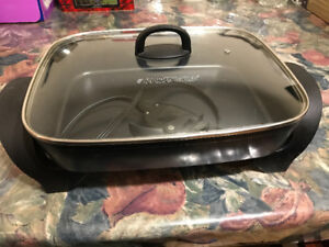 "Black and Decker 12""x15"" Skillet - Excellent Condition"