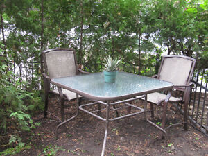 chaises et table Patio /  garden chairs and table ,