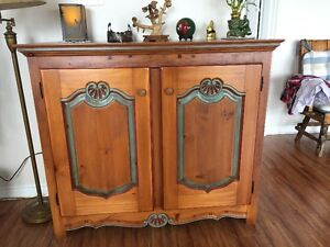 ARMOIRE HUTCH 18TH CENTURY REPRO BEAUTIFULLY CRAFTED