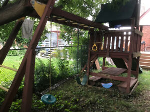 Great solid swingset, structurally sound looking for a new home