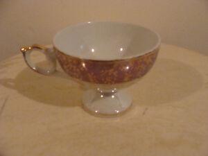 jolie tasse en fine porcelaine couleur mauve (2)
