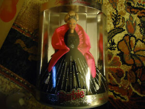 Happy Holiday Barbie 1998   COLLECTABLE  MINT CONDITION London Ontario image 2