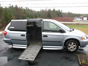 2006 Dodge Grand Caravan Wheelchair Minivan, Van