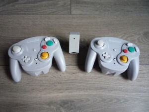 2 wireless Gamecube controllers + 1 receiver