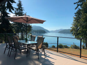 Beautiful South Facing Lakehouse on Cowichan - Weekly Rentals