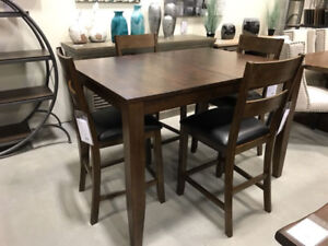 Solid wood dining table and chairs! Self storing leaf!!