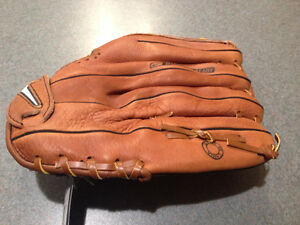 Brand new Leftie's baseball glove London Ontario image 2