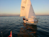 **Ready to sail trailer sailor in great condition**