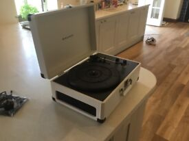Record Player turntable suitcase style built in stereo speakers, rechargeable