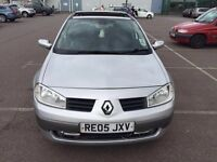 2005 Renault Megane Automatic Petrol 1.6 VVT Dynamique Panoramic Roof 5dr Hatchback Silver Hpi clear