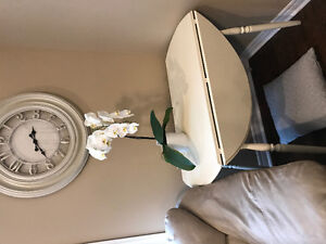 Accent table with drop leafs