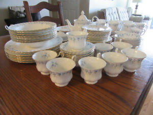 "Royal Albert Bone China-pattern ""Memory Lane"""
