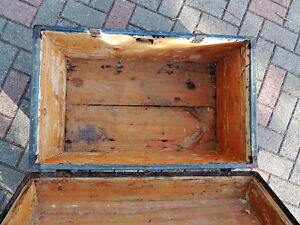 Steamer trunk, Coffee table, Antique trunk, Antique chest. London Ontario image 5