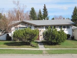 4 bed. Brentwood Bungalow, great location near schools & LRT