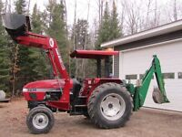 3230 CASE INTERNATIONAL Tractor with Backhoe