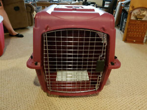 LIKE NEW Medium sized dog kennel