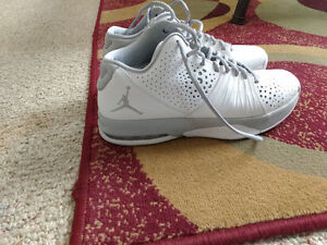Jordan basketball shoes in near new condition