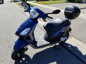 Beautiful 2009 Piaggio Fly 150 Scooter in Great Condition!