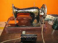Singer No.15 sewing machine with 1940s electrical conversion