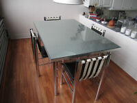 Retro kitchen table and four chairs from late 70S early 80S