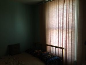 FIVE BED ROOM-2 BATHROOM FURNISHED HOME IN COBOURG FOR RENT Peterborough Peterborough Area image 2