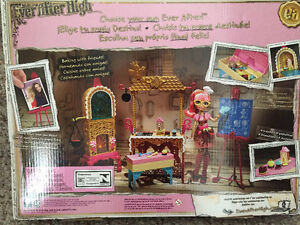New! Ever after high Sugar Coated Class playset with doll Kitchener / Waterloo Kitchener Area image 3