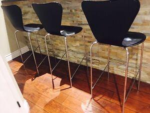 3 chairs bar stools