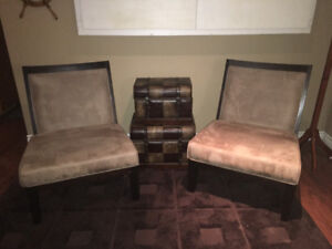 2 Fabric accent chairs