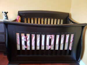 Solid wood baby crib for sale with mattress and bumper