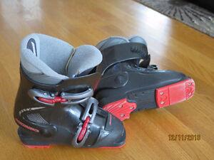 Kids ATOMIC downhill ski boot size 12.5 -  NEW PRICE