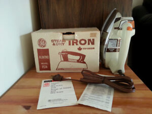 VINTAGE WORKING in Original BOX GE Steam & Dry Iron FS14 Almond