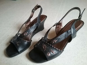 LADIES shoes and sandals Cornwall Ontario image 4