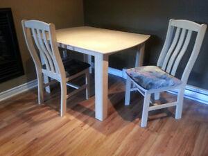 Belle Table de cuisine en bois + 2 chaises en bois