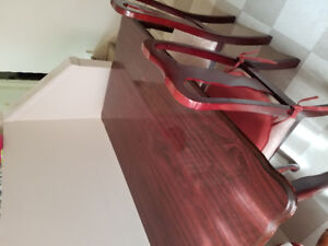 Good condition Dining table & chairs for sale