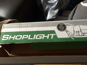 * 4 X SHOPLIGHT FLUORESCENT FIXTURES + 7 X T8 BULBS*