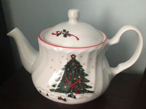 Christmas fine porcelain tea pot