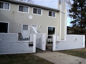 1080 SQ.FT. TOWNHOUSE, FREE DECEMBER RENT+ 1 YR WIFI+TV
