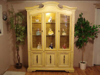 Beautiful French Provincial Hutch