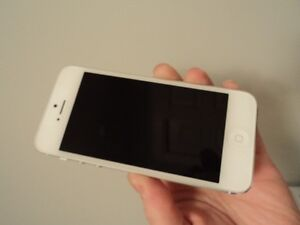 iPhone 5 16GB - Mint Condition