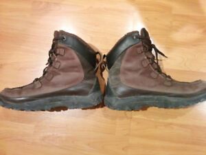 Timberland men winter boots in great condition; leaving country