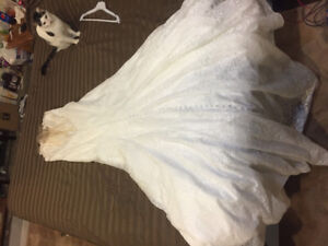Allure Wedding Dress Size 16 - lace fit and flare