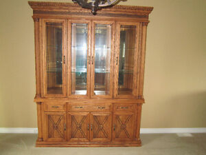 Beautiful Oak 2 Piece Buffet/Hutch