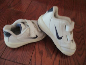 NIKE toddler size 5 unisex shoes