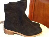 Heavenly feet black boots size 39 UK6 New